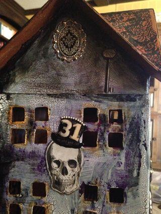 Poe skull wall